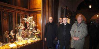 L'Arcivescovo Ghizzoni benedice il presepe tradizionale napoletano in piazza del Popolo