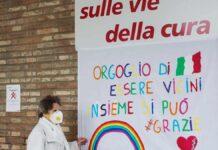 Il dipinto donato da due ragazzi all'Ausl e affisso all'ingresso del Santa Maria delle Croci