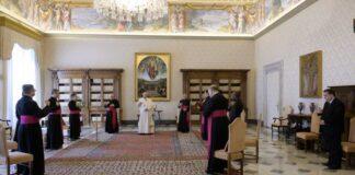 Papa Francesco durante una udienza a Santa Marta